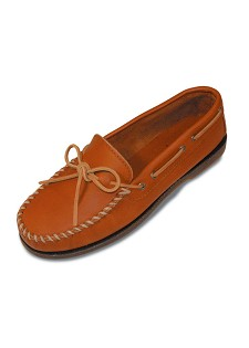 0742 Minnetonka Moccasins Men's Maple Smooth Leather Camp Moccasin