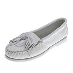 Minnetonka Moccasins 204 - Women's Kilty Unbeaded Boat Sole Moccasin - White Smooth Leather