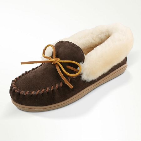 Minnetonka Moccasins 3379 - Women's Alpine Sheepskin Moccasin - Chocolate Suede