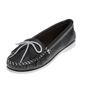 Minnetonka Moccasins 209 - Women's Kilty Unbeaded Boat Sole Moccasin - Navy Smooth Leather