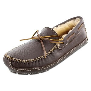 Minnetonka Moccasins 3752 - Men's Sheepskin Lined Moosehide Slipper - Chocolate