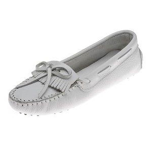 Minnetonka Moccasins 594 - Women's Kilty Driving Moccasin - White Smooth Leather