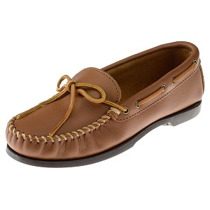 Minnetonka Moccasins 742 - Men's Smooth Leather Camp Moccasin - Maple